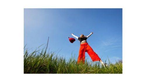 co to jest szczęście - kobieta pełna energii