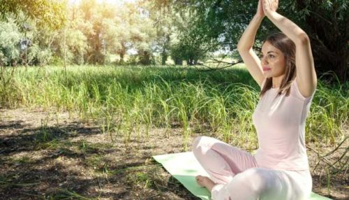 kobieta medytująca - prawo panowania
