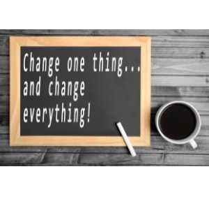 "kawa i napis na tablicy ""change one thing...and change everything!"